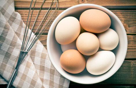 Sådan piller du et æg på 2 sekunder