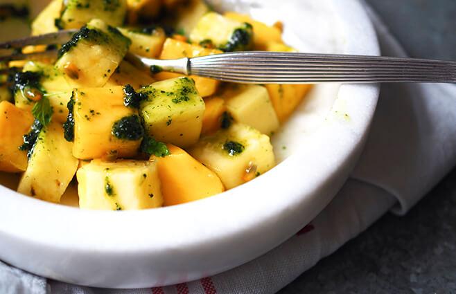 Mango & ananas med myntepesto