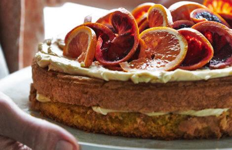 Mandelkage orange med ahorn-smørcreme