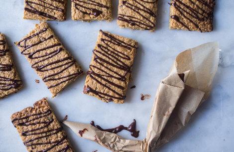 Havrefirkanter med nødder & chokolade
