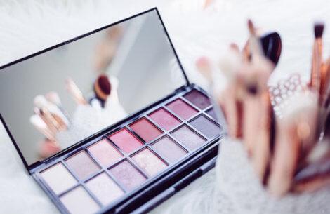 Video: sådan fornyer du din gamle make-up - og sparer penge!