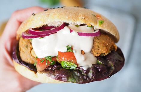 Lækker hjemmelavet falafel-sandwich