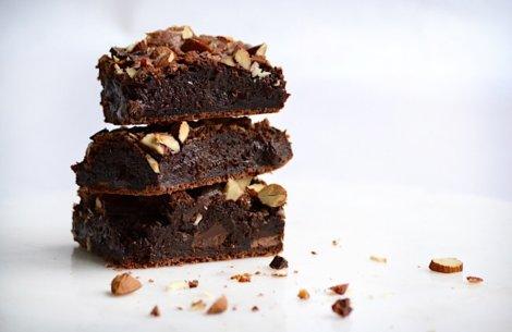 Himmelsk brownie med chokolade og nødder
