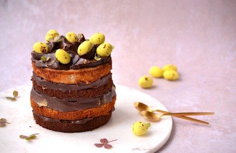 Bananlagkage med chokoladekaramel