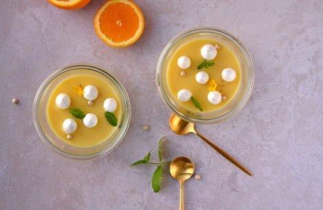 Frisk sommerdessert: Appelsincurd med marengs