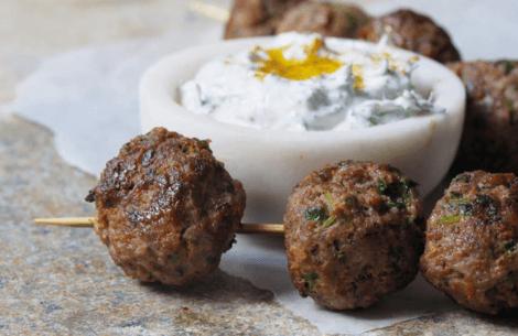 Libanesiske kødboller med agurke-yoghurt