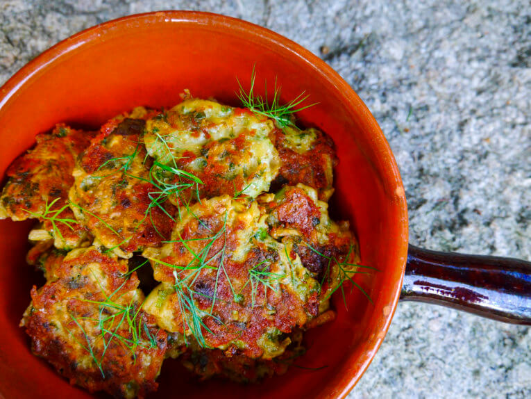 Lækre tyrkiske kartoffel-grøntsagsdeller