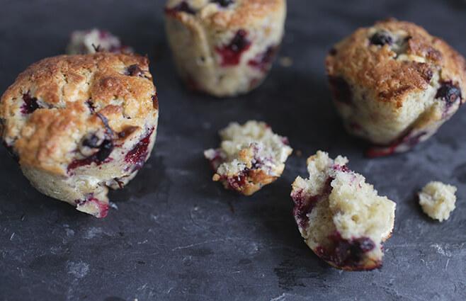 Muffins med solbær & hvid chokolade