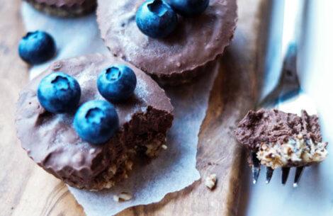 Små no-bake chokolade-mousse kager