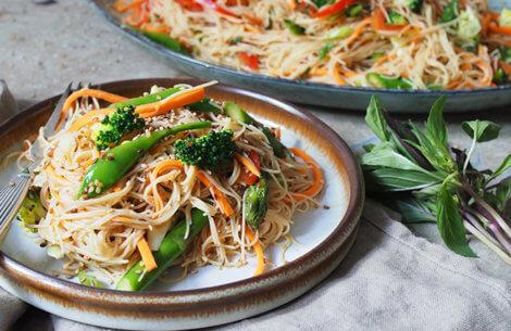 Lun nudel-salat med grøntsager