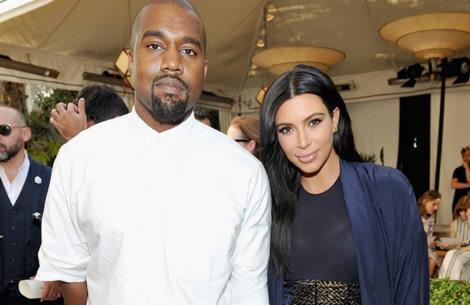 Kim K & Kanye deler det første billede nogensinde af deres søn