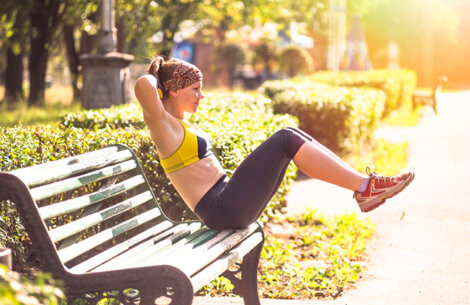 Anne Bech: 3 udendørs øvelser for hele kroppen