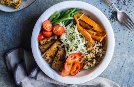 Buddha bowl med soyastegt tofu & grønt