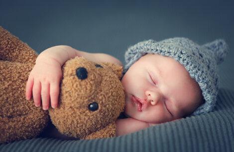 Så meget søvn har dit barn brug for