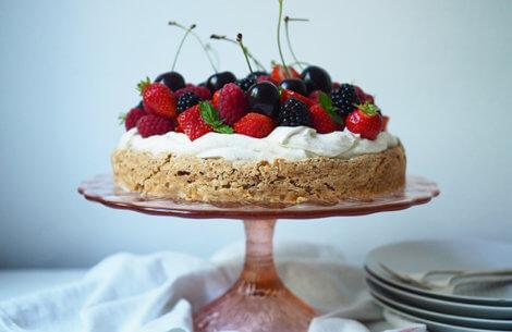 Den skønneste sommerbær-kage