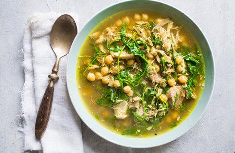 Sund mad på budget: Nem suppe med kylling
