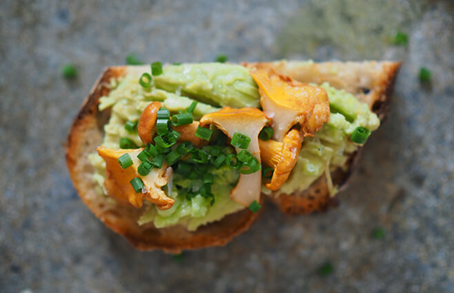 Bruschetta med avocado & kantarel