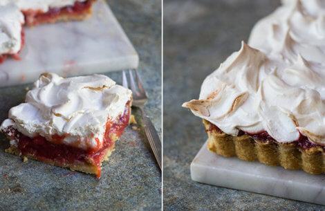 Jordbær-rabarber tærte med maregnslåg